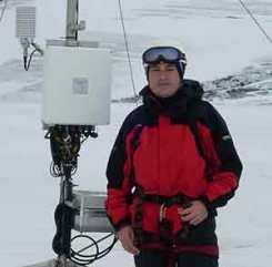 Paco Navarro en la Antártida. Fuente: Juan Carlos García; El blog más frío del mundo.