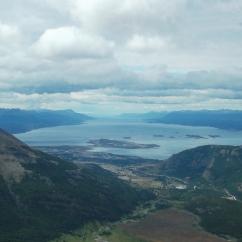 Al fondo Canal Beagle, en el Centro Ushuaia - Cima de Cerro Guanaco (963 msnm)