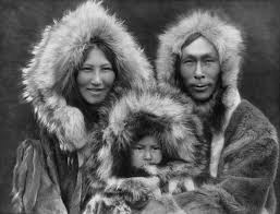 An Inupiat family from Noatak, Alaska, 1929. Fuente: Wikipedia.